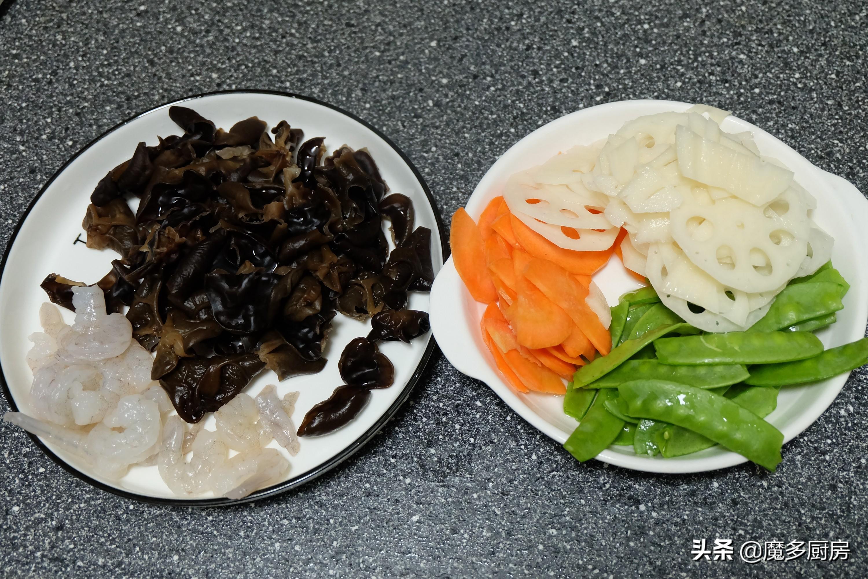年夜饭不能全是肉菜,这道荷塘小炒清爽可口味道好,简单营养健康 美食做法 第3张