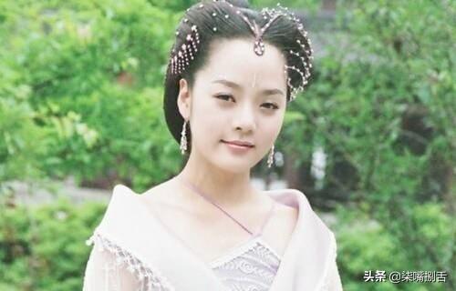 以前的古装女子,没钱打首饰,头发盘个小圈圈也能成为古装女神
