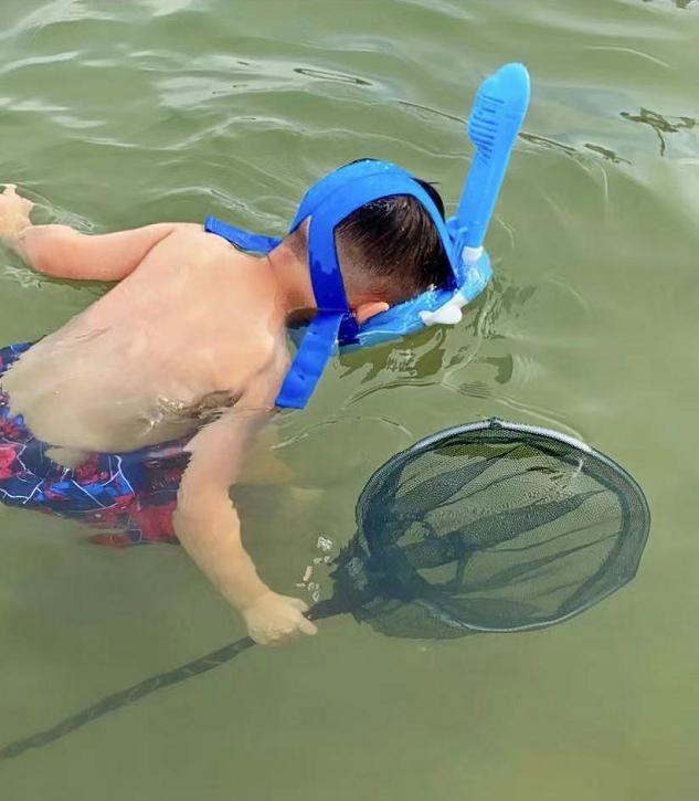 胡杏儿老公晒儿子游泳照,告别暑假带娃生活,奕霆奕霖颜值差异大