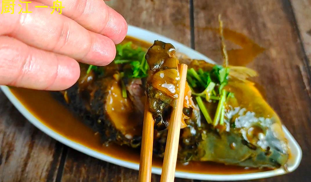 做炖鱼,先下锅煎就错了,难怪破皮腥气又难吃,正确做法在这里 美食做法 第8张