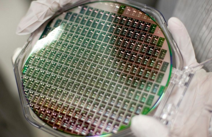 国产光刻机实现22nm制程工艺,还要追求荷兰光刻机吗?