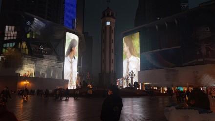 刘诗诗倪妮重庆解放碑对视,为妮写诗姐妹花尽显旖旎美好
