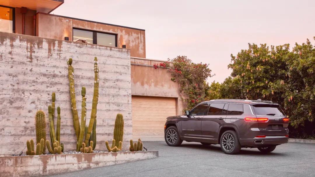 全新一代Jeep大切诺基L发布!又长又大!