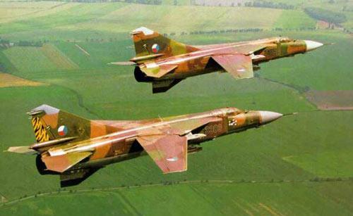 引擎故障飞行员跳伞,战机神奇自愈,米格23幽灵飞行穿越欧洲五国