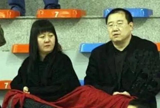"""24年前,英达为娶""""丑女""""梁欢,狠心抛弃宋丹丹,婚后却惨遭被骗"""