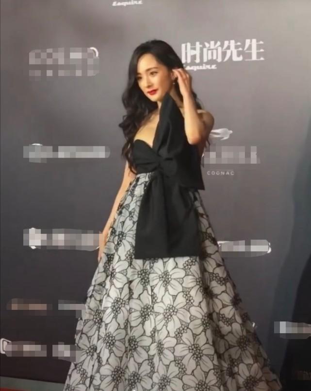 杨幂重回小时代拍摄地,携群星走红毯,2位小花的生图状态更佳