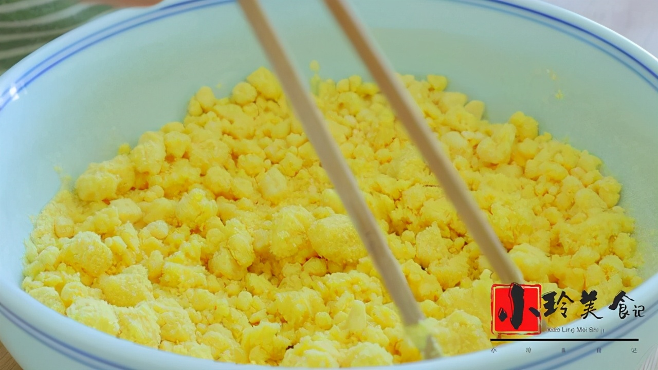 玉米面最好吃的做法,一层比一层香,连吃3天都没吃够,营养解馋 美食做法 第2张