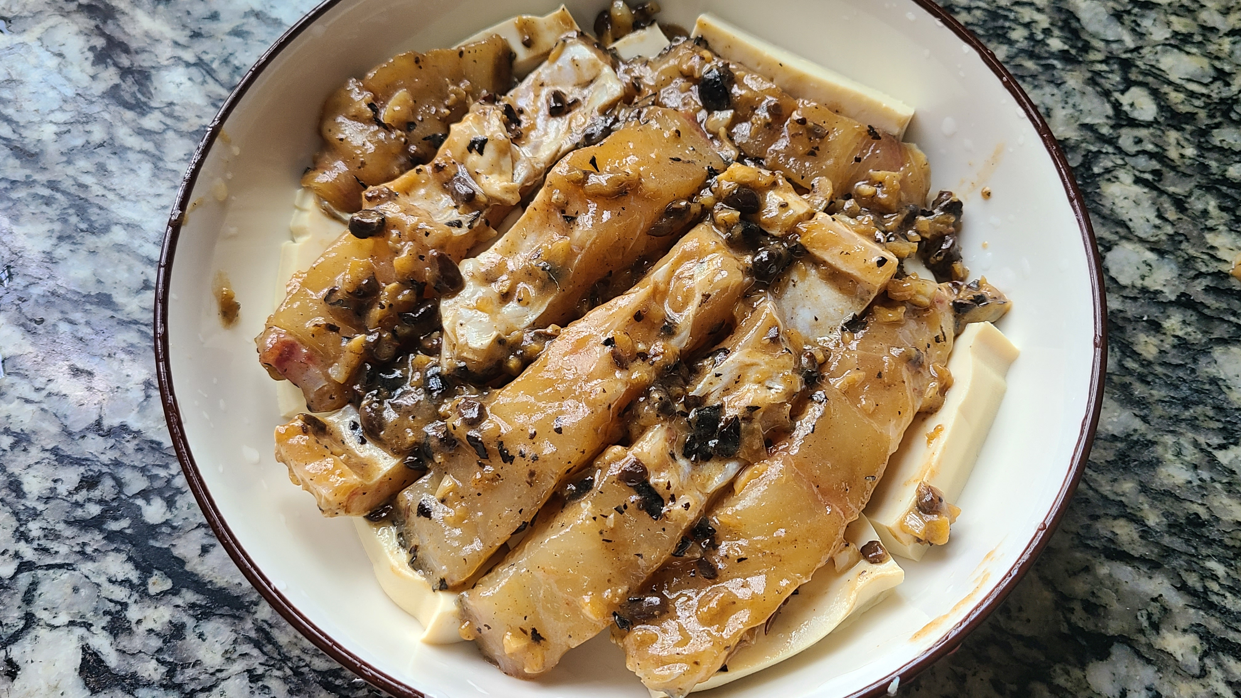 豆腐蒸鱼腩,广东人做出来就是好吃,香味四溢又简单,太下饭
