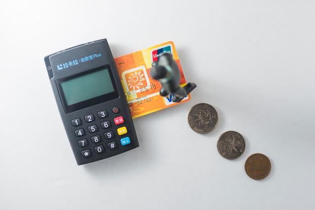 """明知信用卡""""套现""""是违法的,你为何从没停止过呢?"""
