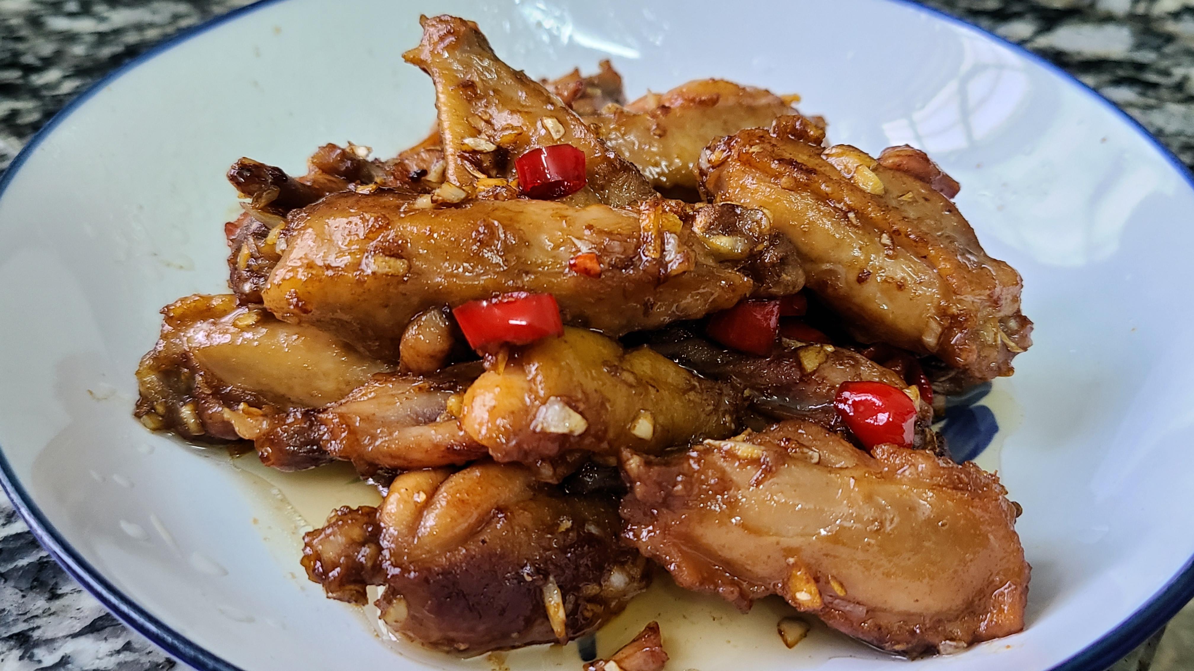 蒜香雞翅,很好吃的一道美食,學會這個家常做法,看著就想吃