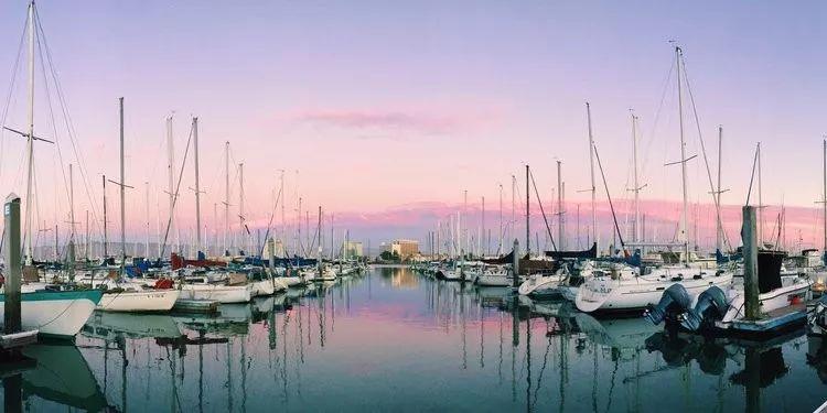 公寓租金太高?旧金山女孩选择住进12.6平方米的帆船