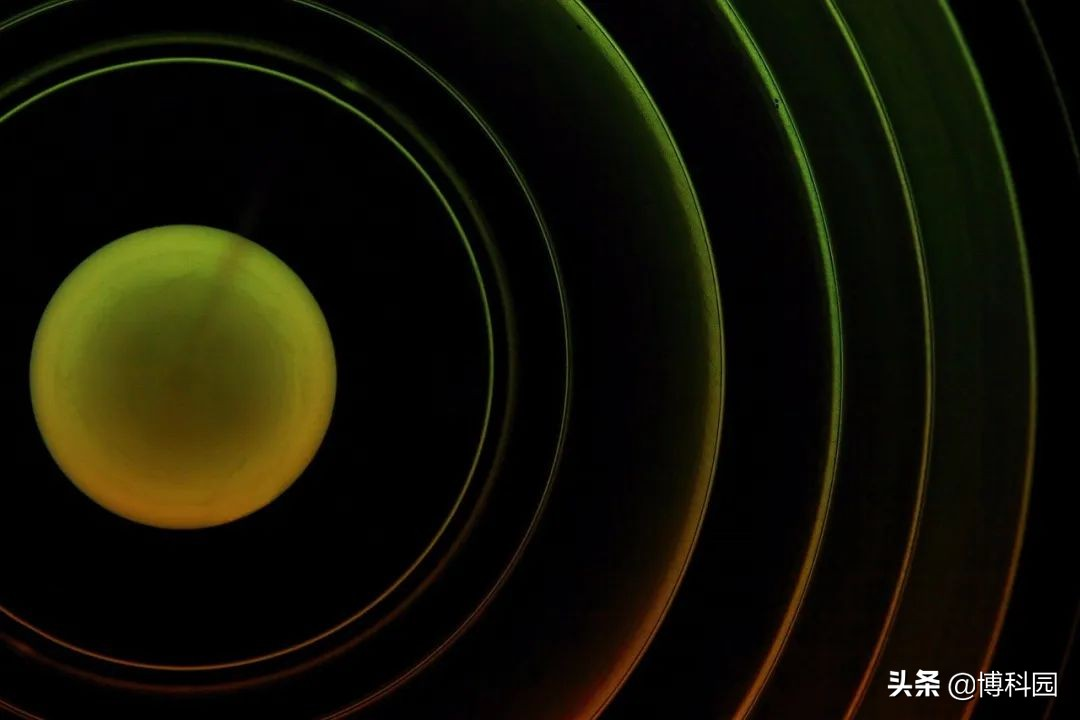 最新科技:终于实现在二维磁铁中,观察到自旋波,还能切换磁性