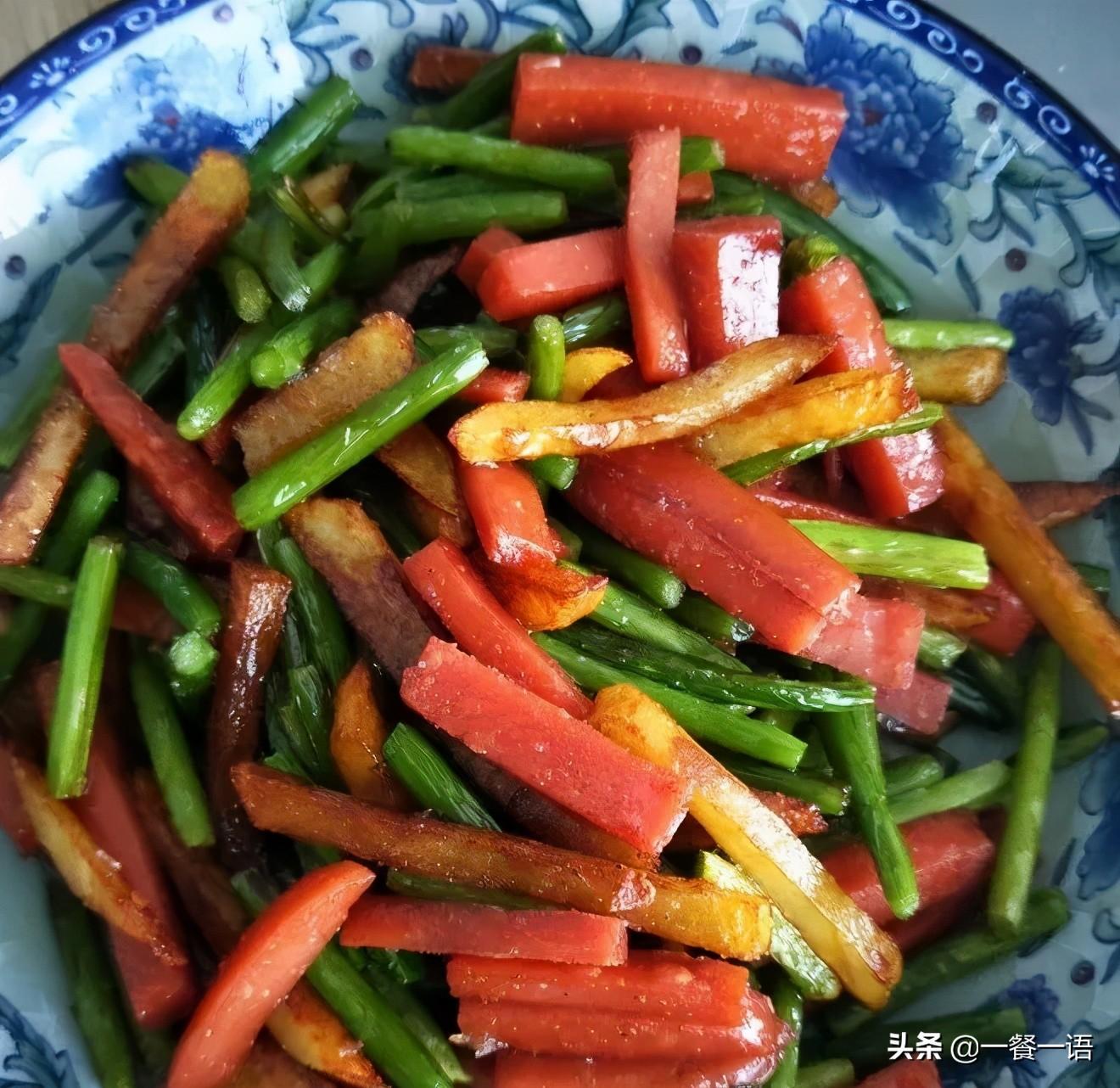 """正上市的这个蔬菜被誉为""""天然青霉素""""切粒炒着吃,鲜香爽脆 美食做法 第4张"""