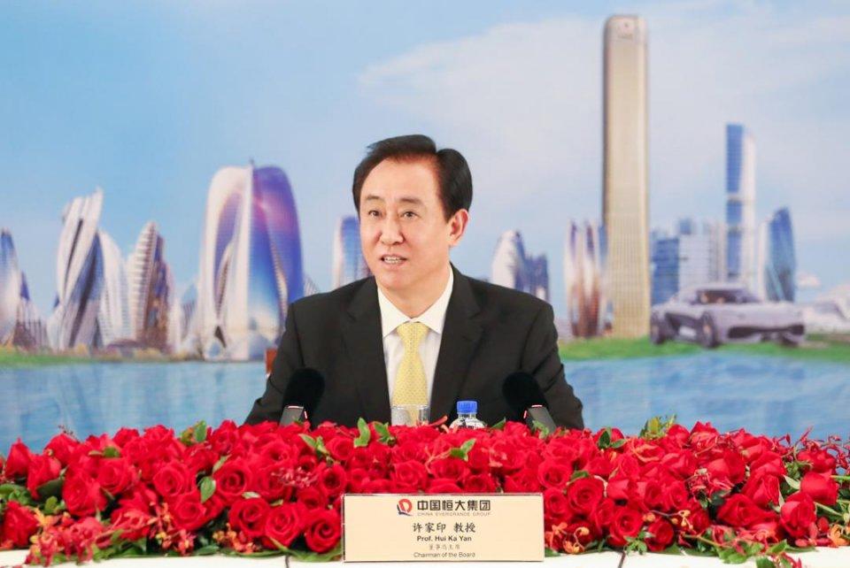 面对债务危机,王健林通过卖资产成功自救,为什么许家印却不行?