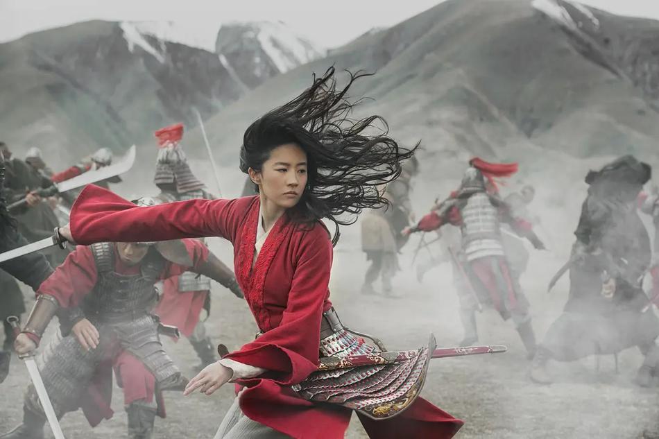 《花木兰》收获首个好莱坞主流奖项,刘亦菲发自拍庆祝眼里有光