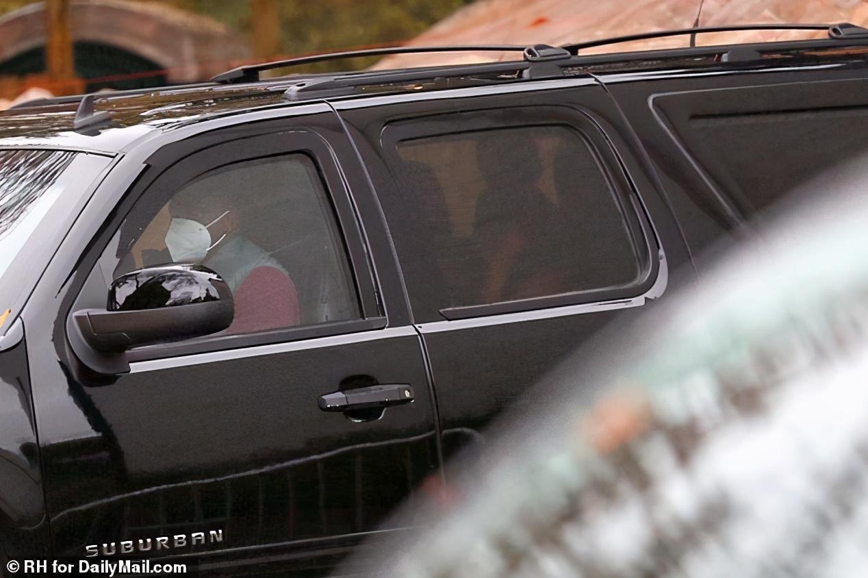 尴尬!伊万卡夫妻因出席活动不戴口罩,遭家长反对,孩子被迫退学
