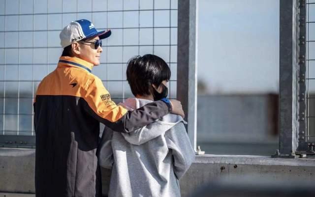 Kimi總遮臉出鏡,林志穎公開原因:我出道早,17歲就沒自由