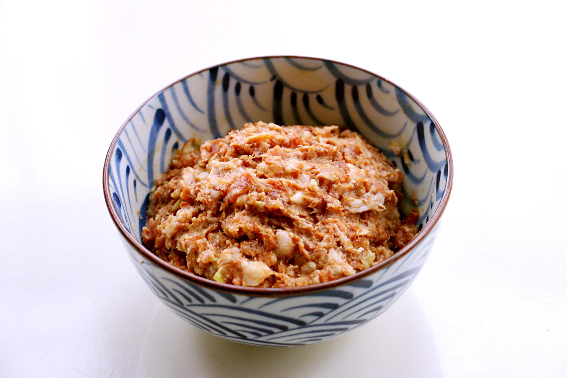 尖椒釀肉用蒸的方法來做,香而不膩,咸鮮微辣,真香