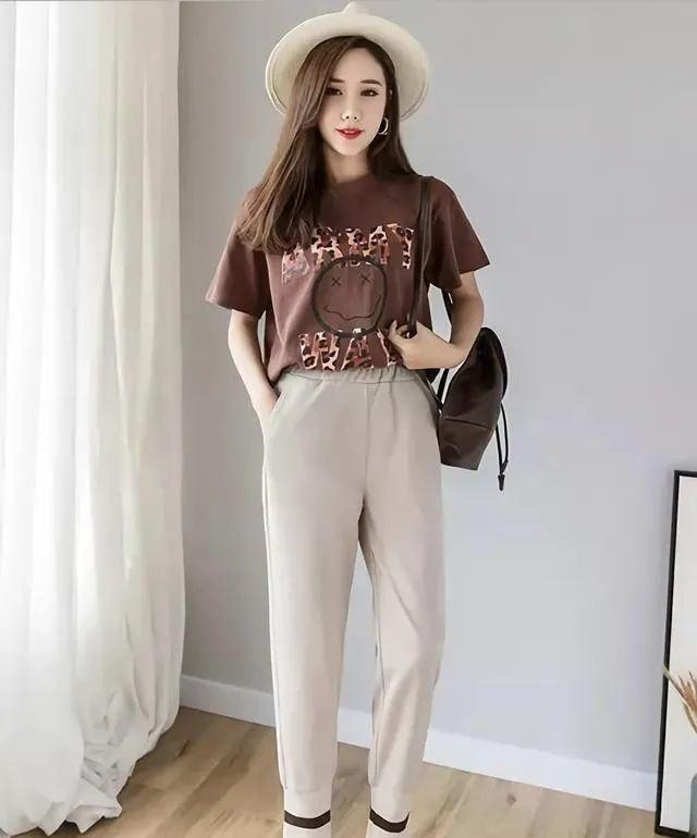 别再阔腿裤了,今夏流行萝卜裤,即使1米5也能穿出超模范儿
