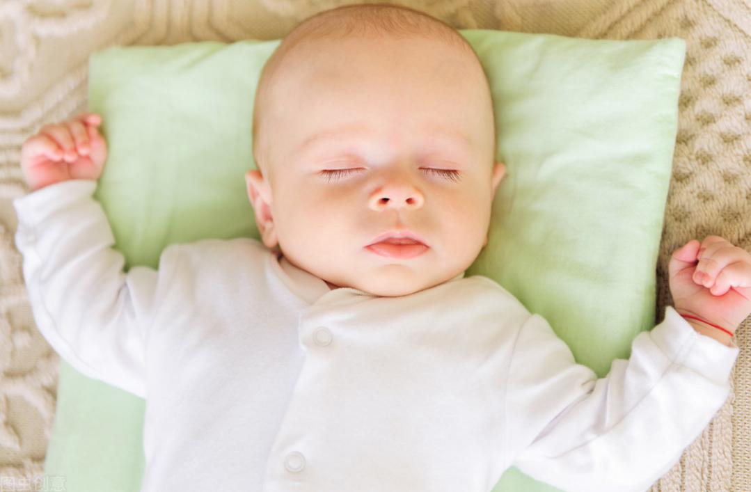 """""""睡頭型""""和""""不睡頭型""""的寶寶,長大後有何區別?對比很明顯"""