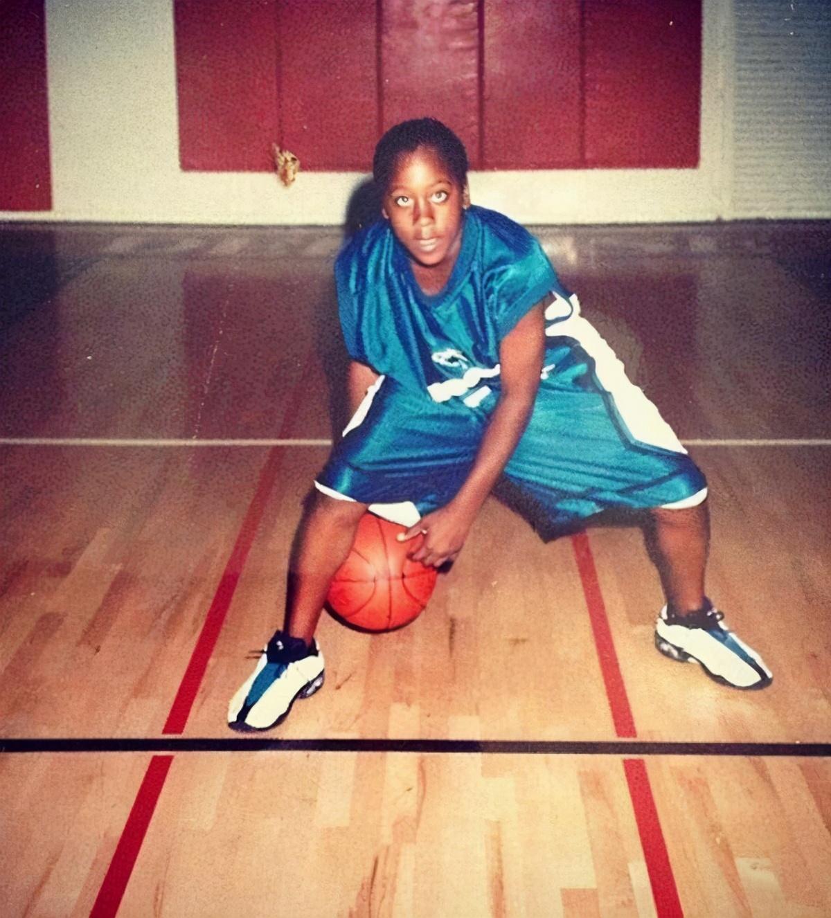 NBA5大身残志坚的球星:麦迪先天脊柱侧弯,姚明左耳失聪