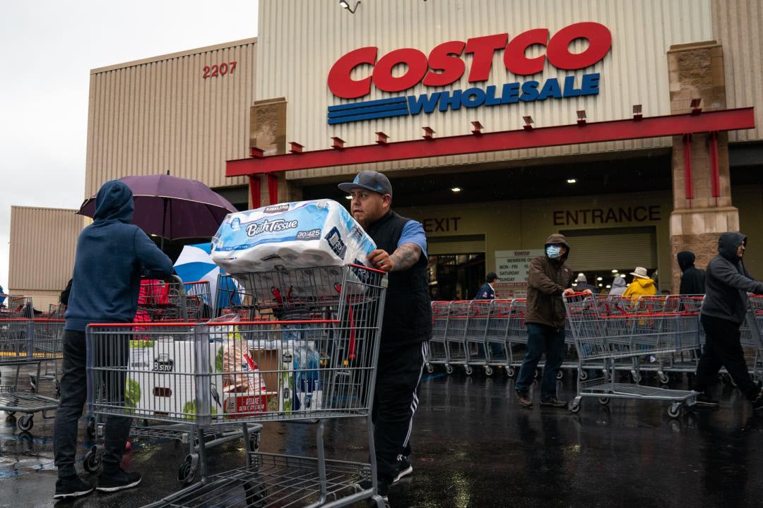 还想让中国救?超市被搬空,有钱无处花,美国成这样都怪拜登