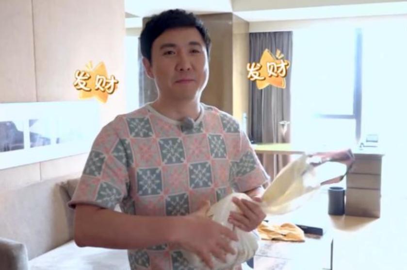 沈腾王琦爱巢:简单接地气,很温馨,在家收拾碗筷,妻子负责美