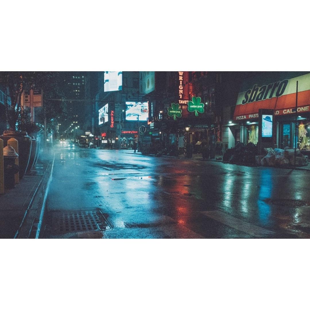 真实的赛博朋克风,雨中的纽约