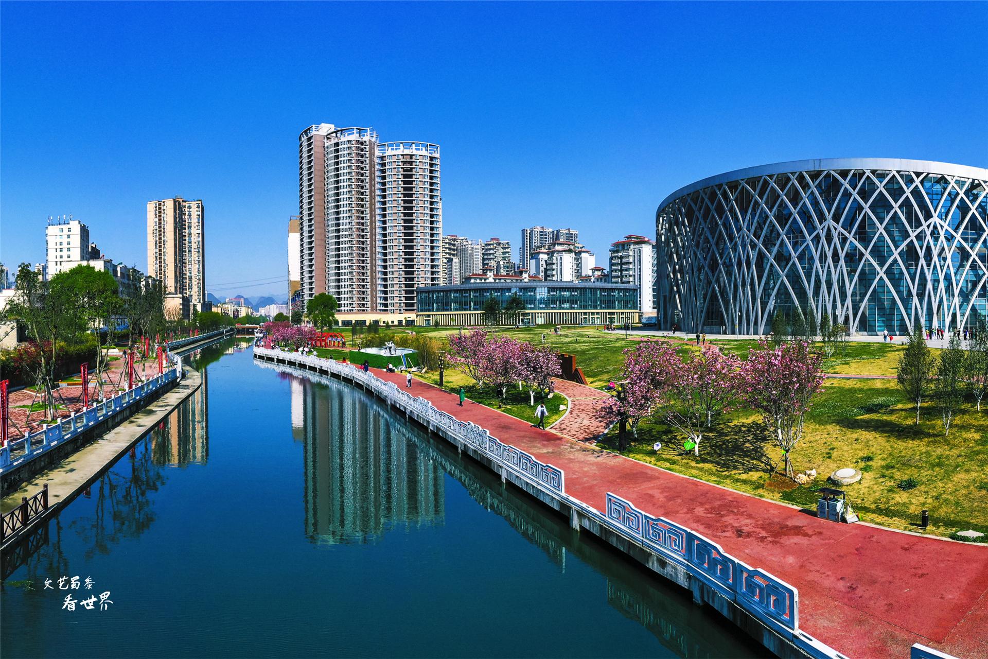 7、8月份中国最适合避暑的3个地方,19°不用开空调,睡觉要盖被子