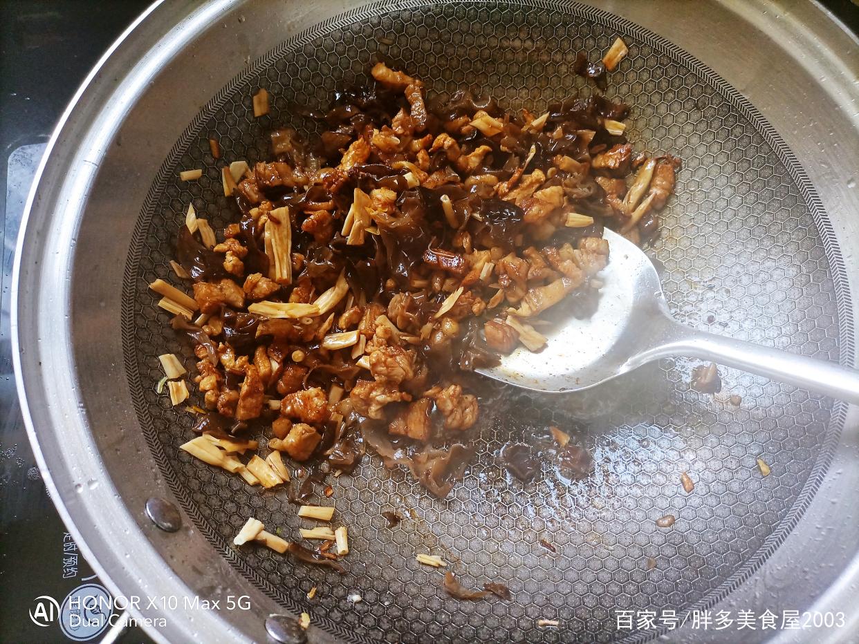 河南版的炸酱面,不放酱的炸酱就是这么香 美食做法 第9张