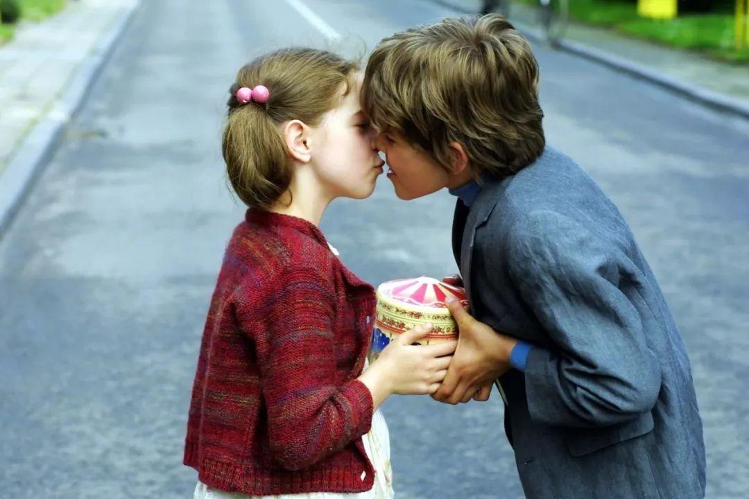 法国爱情电影《两小无猜》:两个疯子的爱情