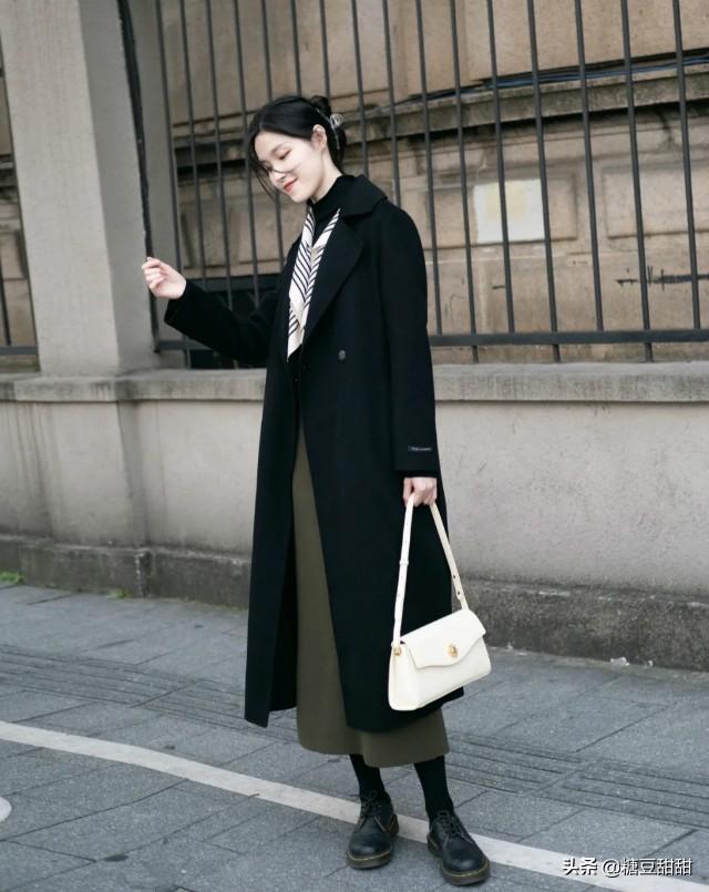 """衣服看质不看牌,牢记这3个""""穿衣法则"""",便宜货也能穿出高级感"""