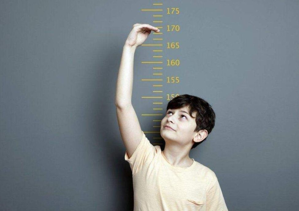 魏大勋身高183,爸爸却只有170,长多高遗传才不是绝对因素