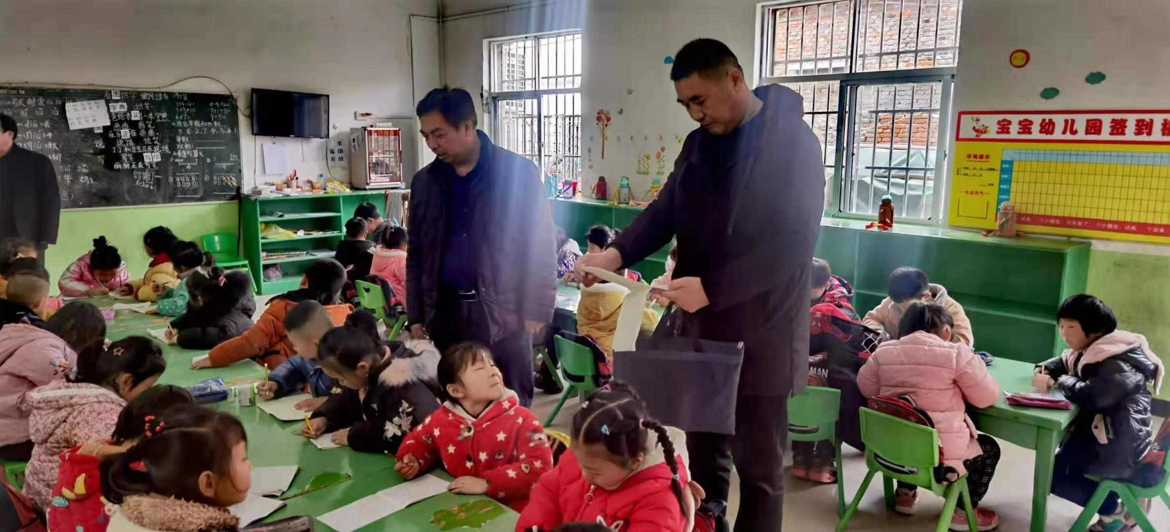 驿城区蚁蜂镇中心学校确保幼儿园孩子安全成长