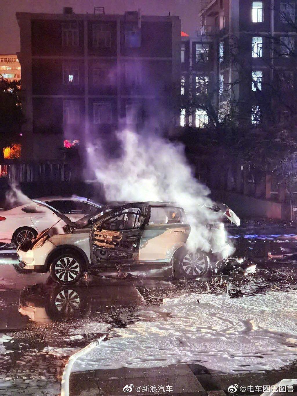 北京一威马电动车起火 汽车公司:无人员伤亡 正配合公安、消防调查