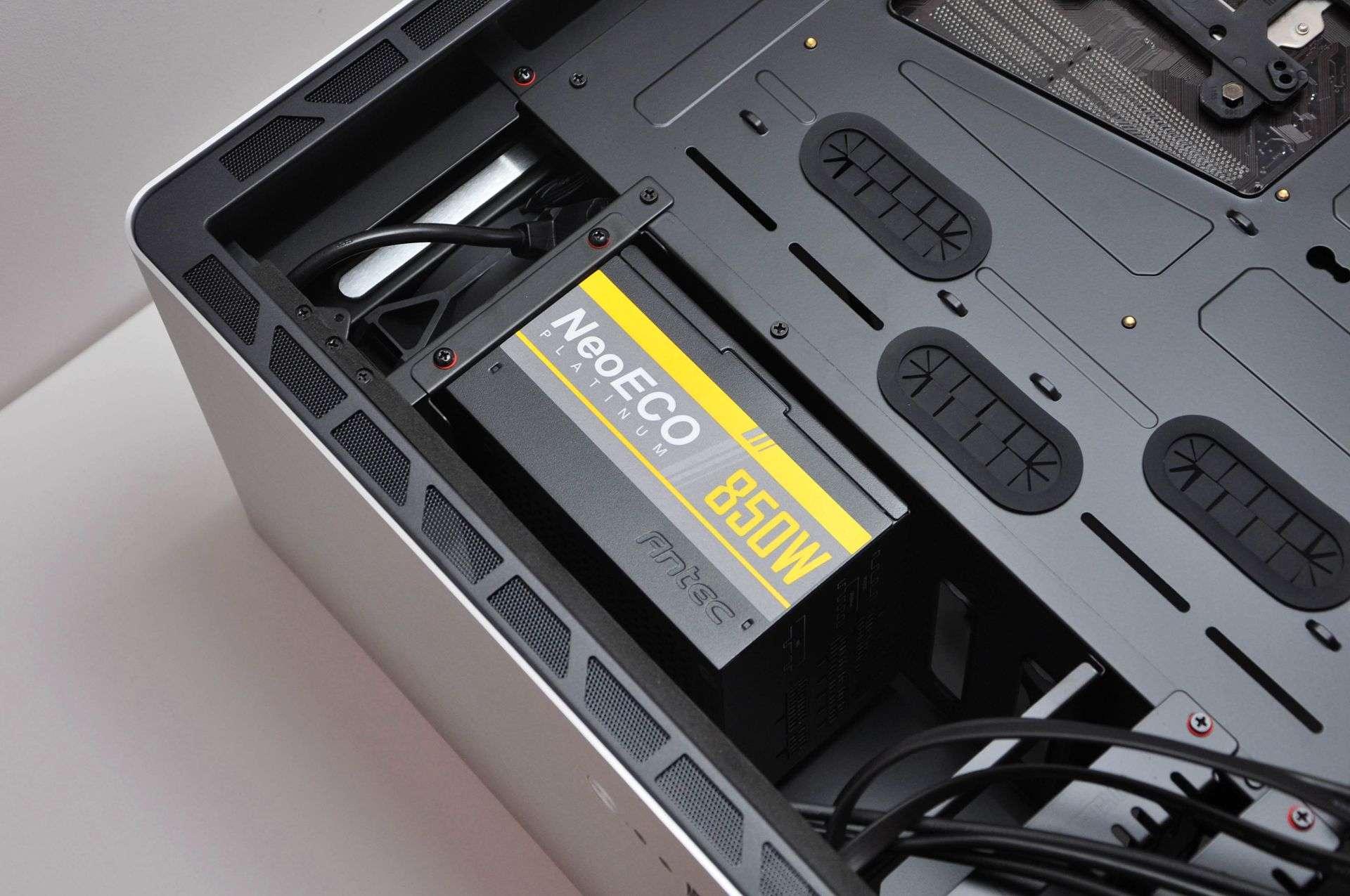 """""""拉抽屉""""装冷排,全铝一体成型,乔思伯UMX6机箱优雅体验"""