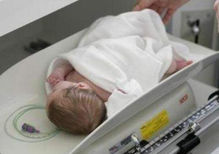 """选择顺产4个孕母亲分娩全过程,最新开始出来的并不是宝宝宝,只是""""屁""""以后就操纵不了了"""
