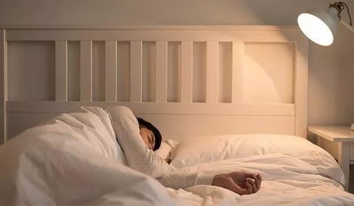 """更年期的女性总是""""被动熬夜""""?这几个方法让失眠""""主动远离"""""""