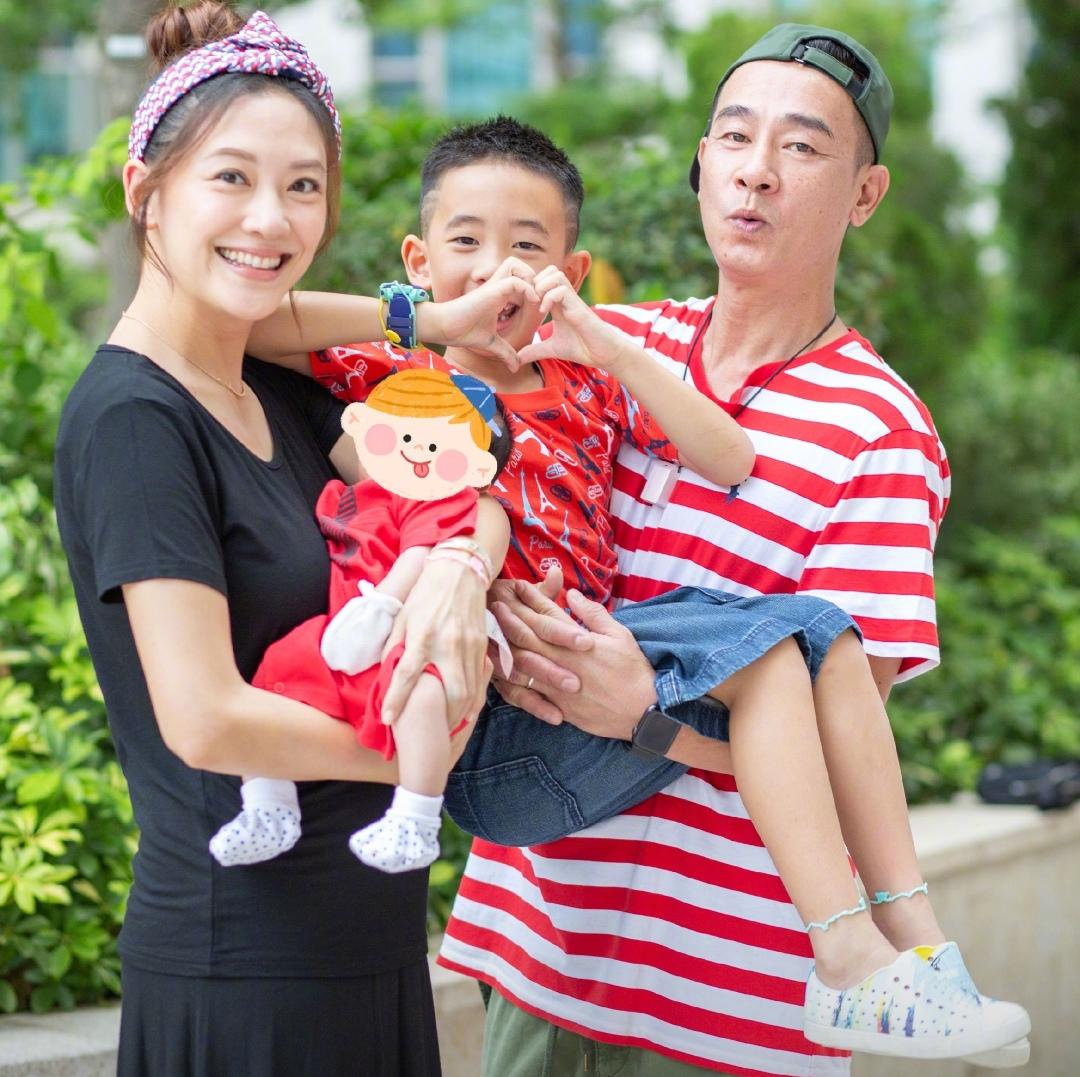 36岁模特张梓琳喜怀二胎,女儿模样清秀太像妈,老公还是高材生