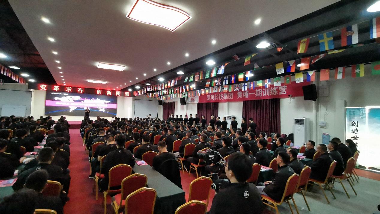 黄埔雄鹰军事拓展基地:专业教官打造高效企业团队