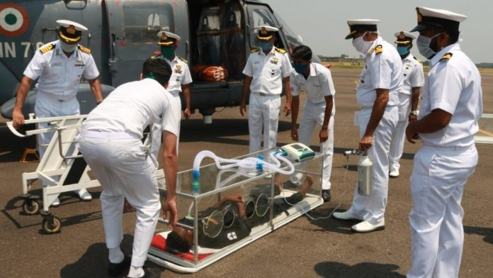 莫迪已没有底气!印度新冠疫情肆虐,氧气储备告急,军舰出国调运