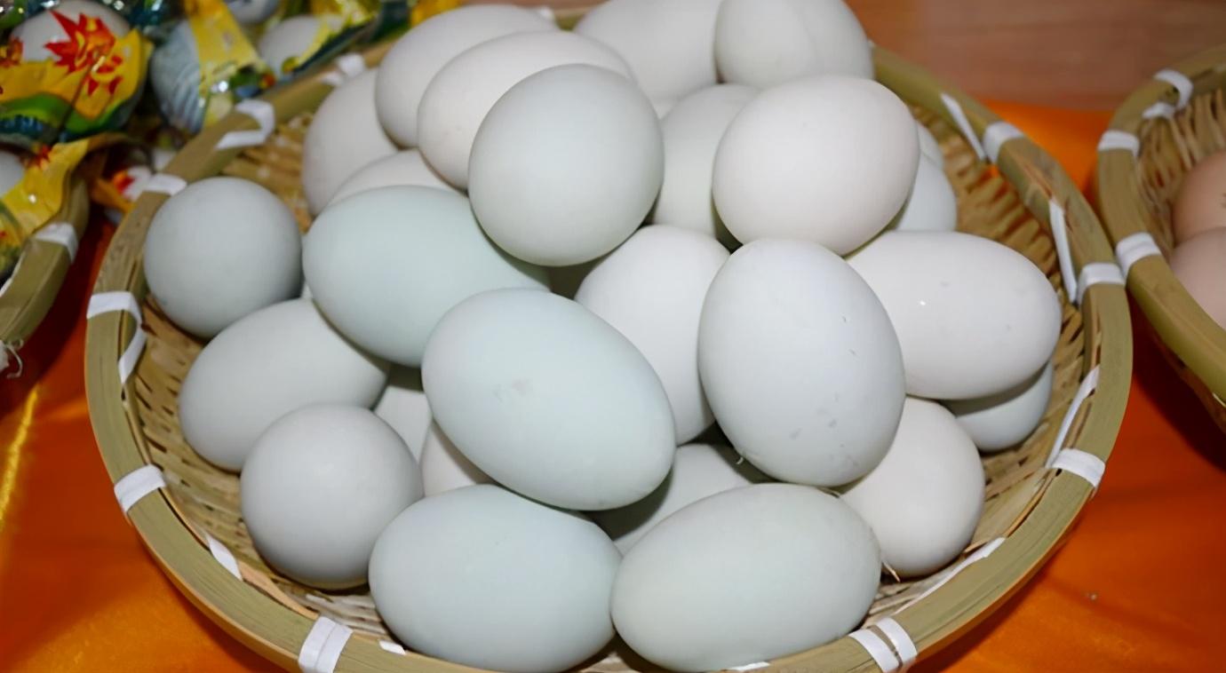 自製鹹鴨蛋,只需2樣調料,10天就成熟,半月蛋黃起沙出油,真香