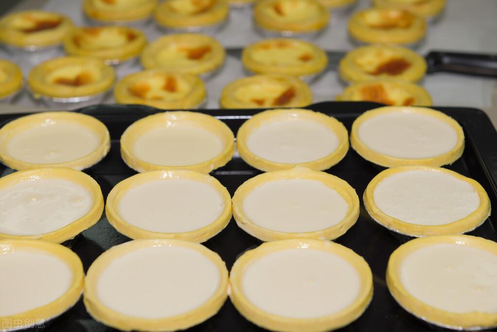 1盒牛奶2个鸡蛋,教你在家自制蛋挞,外酥里嫩,奶香味十足 美食做法 第5张