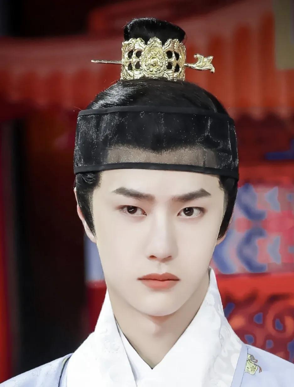 王一博称没想到从剧组回天天向上还是需要黏头套,古装酷盖也很帅