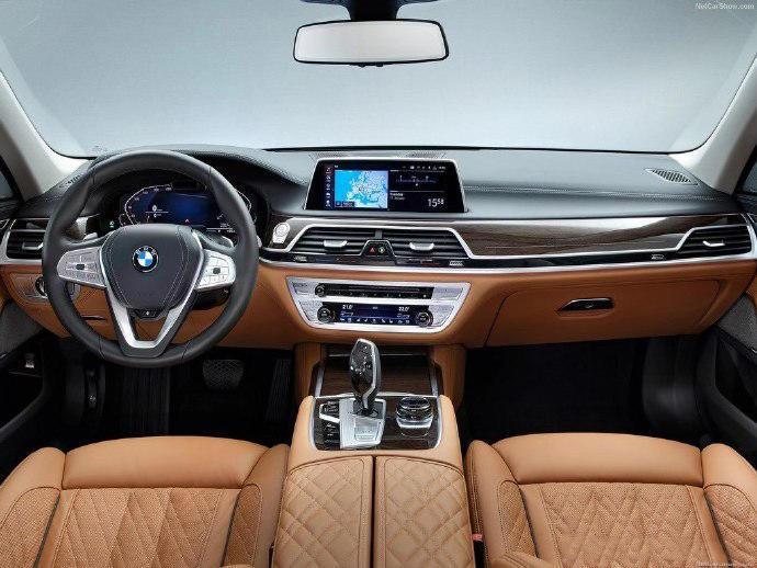 全新奔驰S级发布,宝马7系,奥迪A8三款内饰谁最好看?
