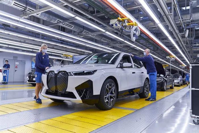 创新BMW iX在德丁格芬工厂正式投产 年内上市