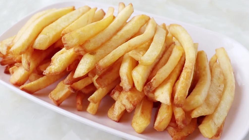 愛吃薯條趕緊收藏,教你2個訣竅,金黃酥脆,一次做一大盆不夠吃