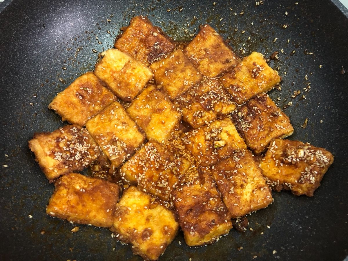 豆腐这样做,孩子很爱吃,鲜香入味,外酥里软,咬一口真过瘾