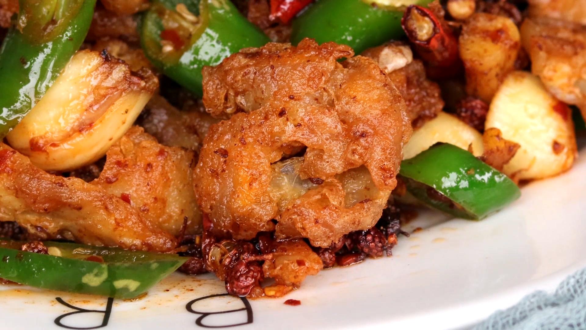 肥腸的家常菜做法,外酥裡糯,下酒又下飯,一周吃5次都不嫌膩