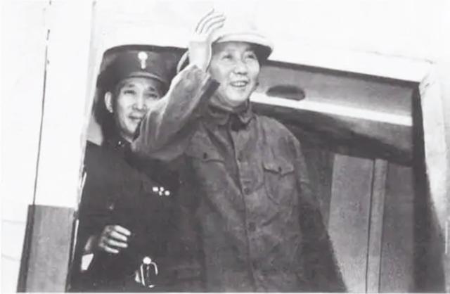 重庆谈判:蒋介石从一支烟断定毛主席是个厉害角色